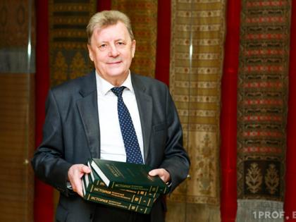 Поздравляем с юбилеем доктора исторических наук, профессора А. А. Коваленю
