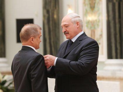 Вручение И.В. Котлярову удостоверения и знака «Заслуженный деятель науки Республики Беларусь»